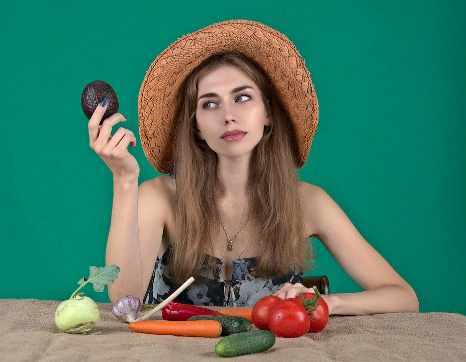 Image of woman trapped in diet cycle, unsure of what to eat